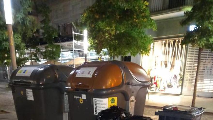 El PSC gironí denuncia que la Generalitat «col·lapsa» els contenidors de davant seu