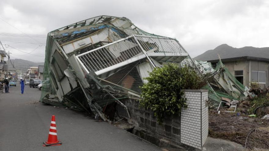 Cuatro desaparecidos y 50 heridos por un tifón en Japón