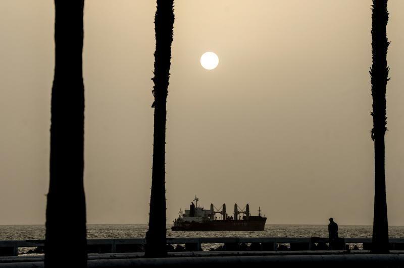 Las Palmas de Gran Canaria . Calima en la Avenia Marítima de Las Palmas de Gran Canaria  | 05/02/2020 | Fotógrafo: José Carlos Guerra