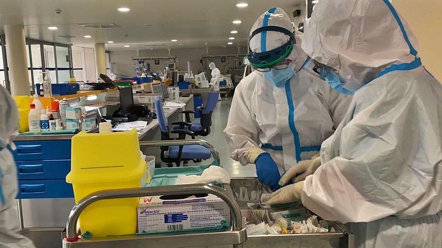 Cuarenta ingresos por COVID en cinco días disparan la presión hospitalaria en Ourense