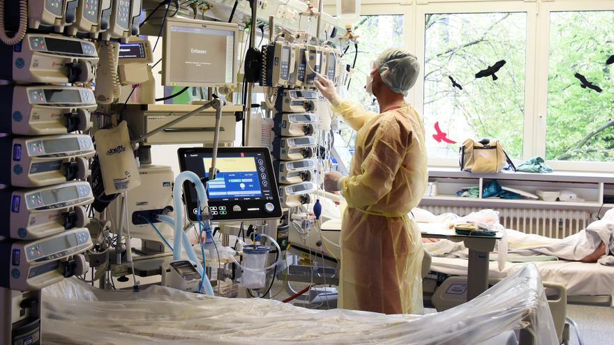 Un grupo de 18 científicos internacionales no descarta que el coronavirus saliera de un laboratorio chino