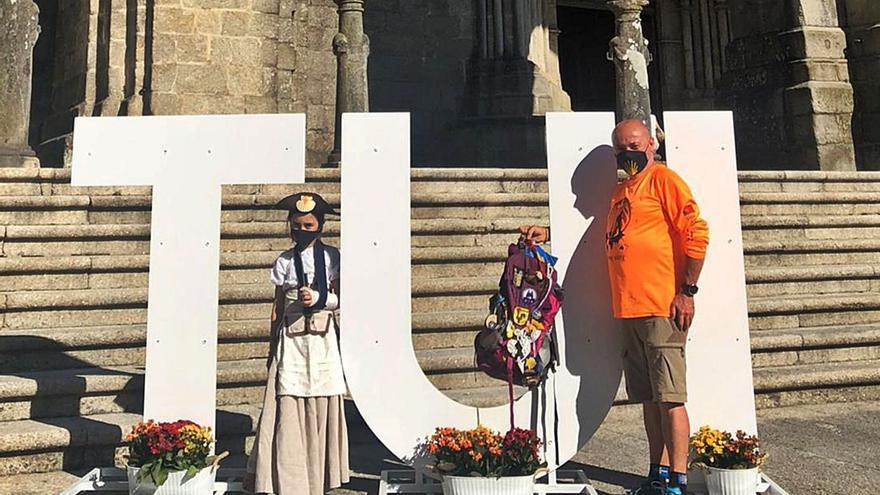 Peregrinos que homenajean a las víctimas del COVID