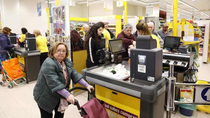 Alimerka cerrará 22 supermercados en Asturias para que parte de su personal pueda confinarse en casa