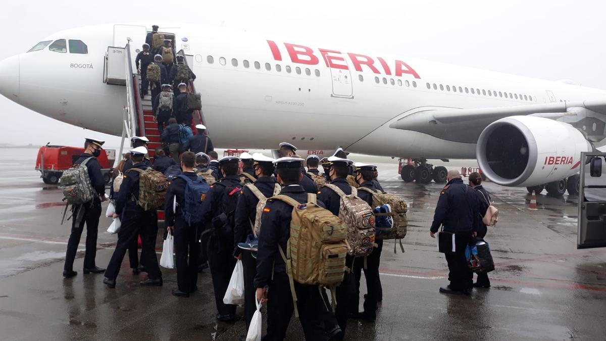 Los 79 guardiamarinas que salen de Vigo rumbo a Guayaquil
