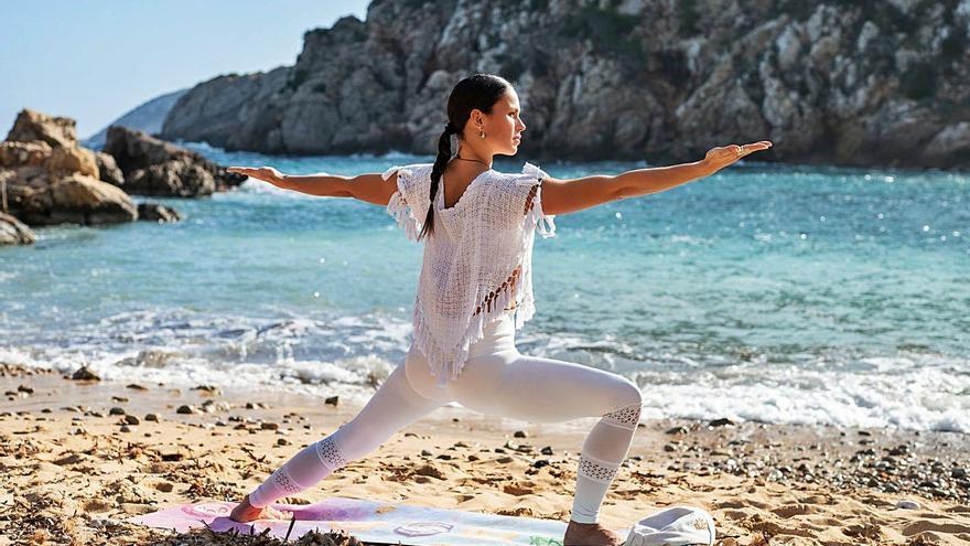 Arranca el yoga gratuito en Sant Joan con Mireia Canalda