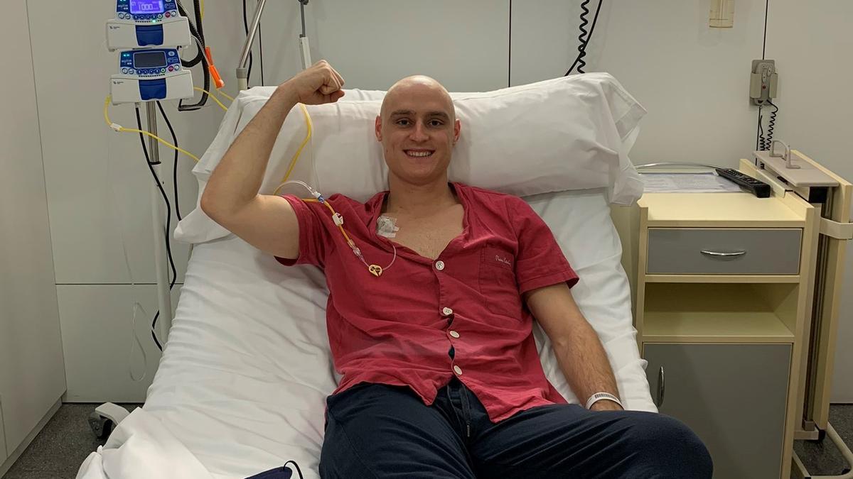 Lasure, en la Clínica Quirón tras acabar la última fase de la quimioterapia.