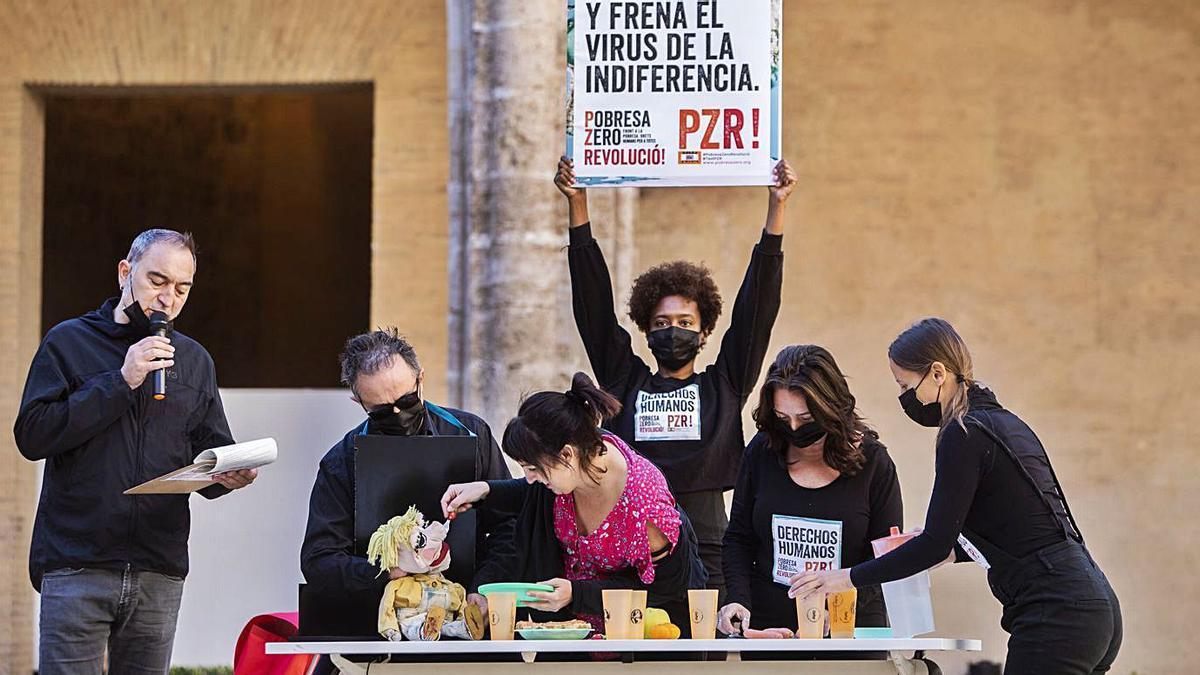 Acto promocional de Pobresa  Zero realizado ayer en el Centre del Carmen de València.