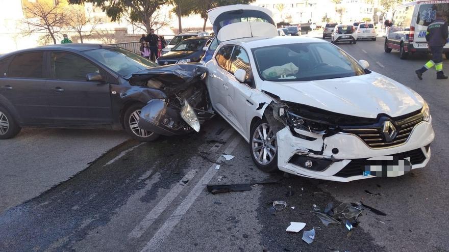 Dos personas heridas en una colisión de sendos vehículos en Alicante