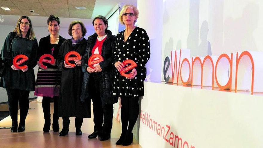 Mujeres que recogieron el año pasado los premios del evento eWoman Zamora, tras la entrega de galardones en el Consejo Consultivo. | José Luis Fernández