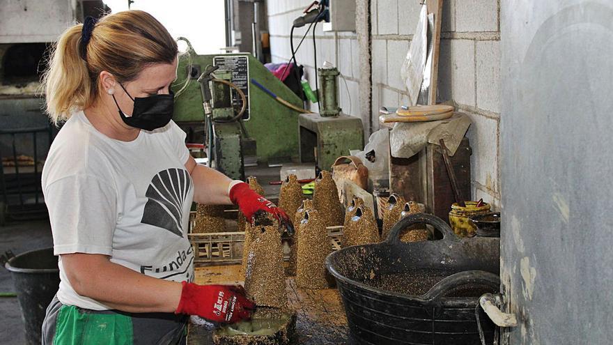 El arte de fabricar cencerros, un oficio en peligro de extinción