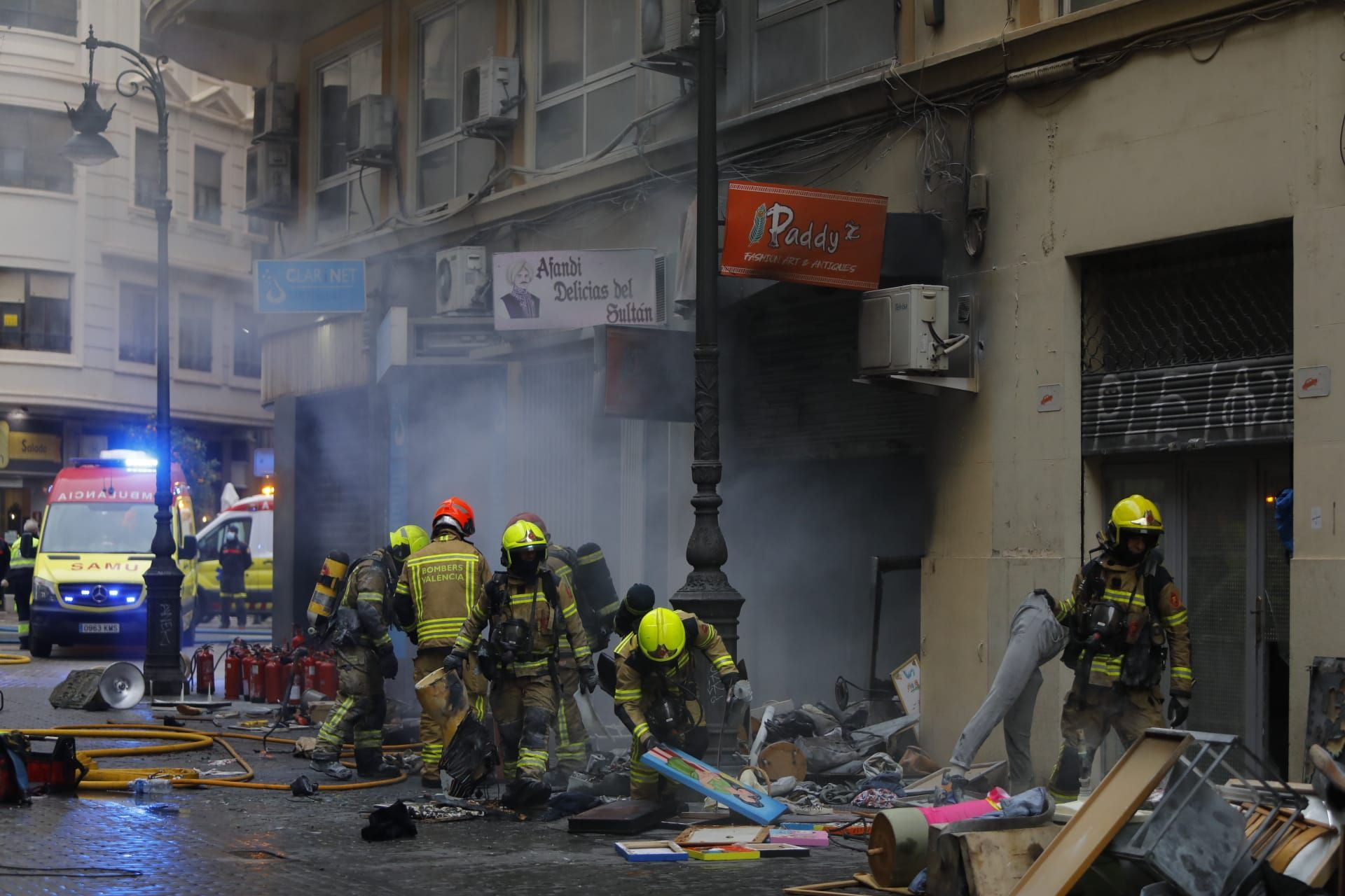 Una persona herida en un aparatosa incendio en Velluters