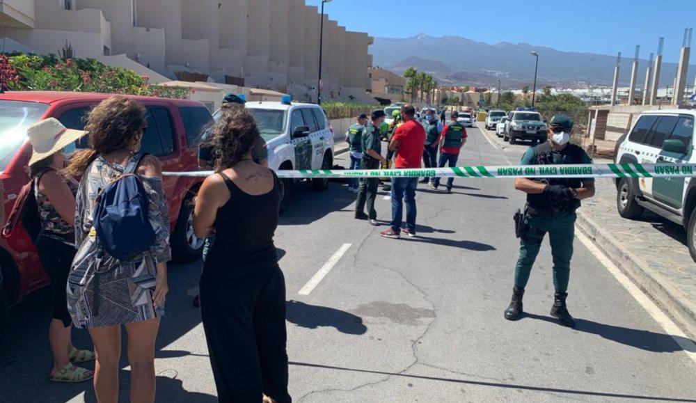 Activistas en las grúas del Hotel La Tejita
