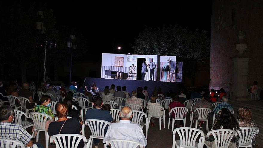 """Música y teatro ponen el colofón a las jornadas culturales de """"El Pepinillo"""" en Arcenillas"""