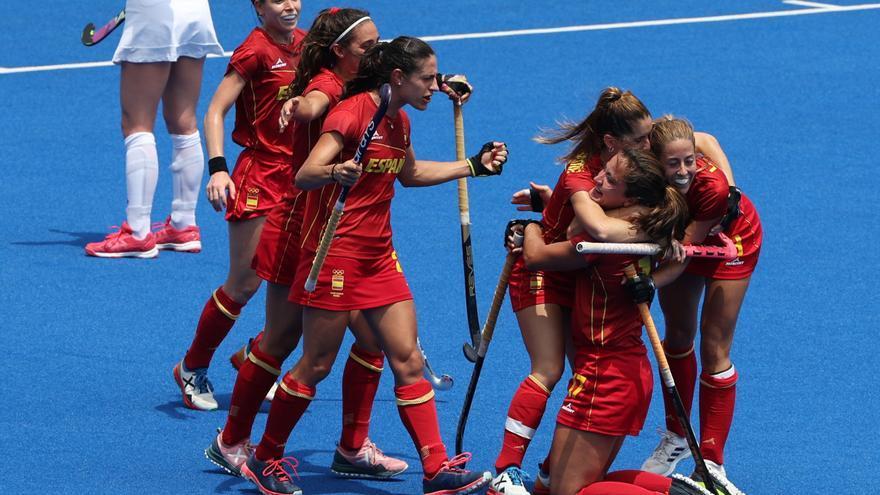 La selección femenina de hockey logra su primera victoria y endereza el rumbo