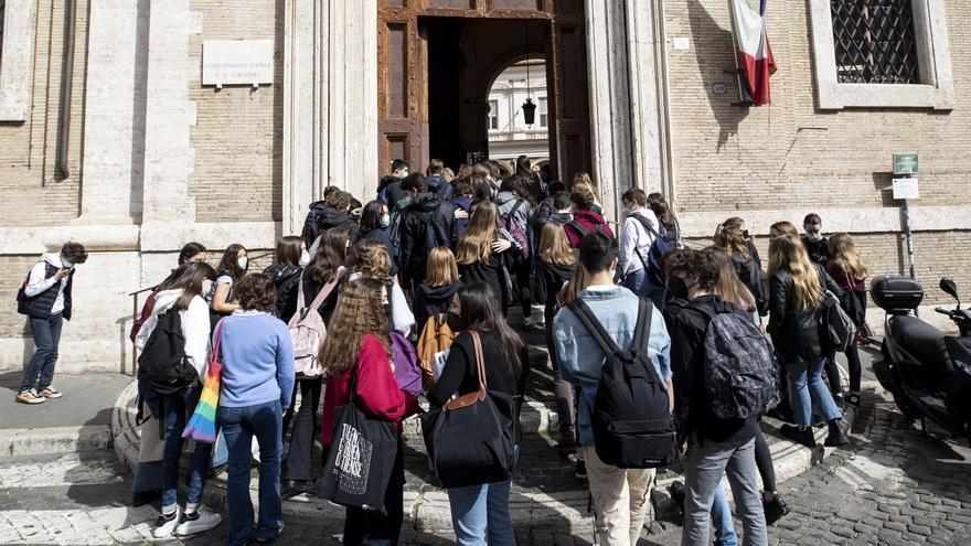 Italia registra la cifra más baja de positivos de los últimos seis meses