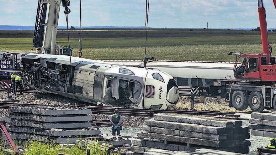 El siniestro de Zamora obliga a los viajeros a hacer parte del trayecto en bus