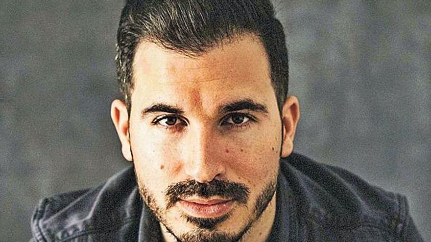 Javier Castillo: «Si ya no sorprendiera, seguiría siendo feliz escribiendo como hobby»