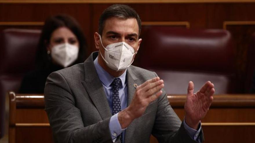 """Sánchez acusa a Casado de estar """"acomplejado por la ultraderecha"""""""
