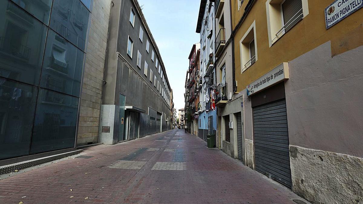 La calle Ramón Pignatelli a la altura del Parque de Bomberos.