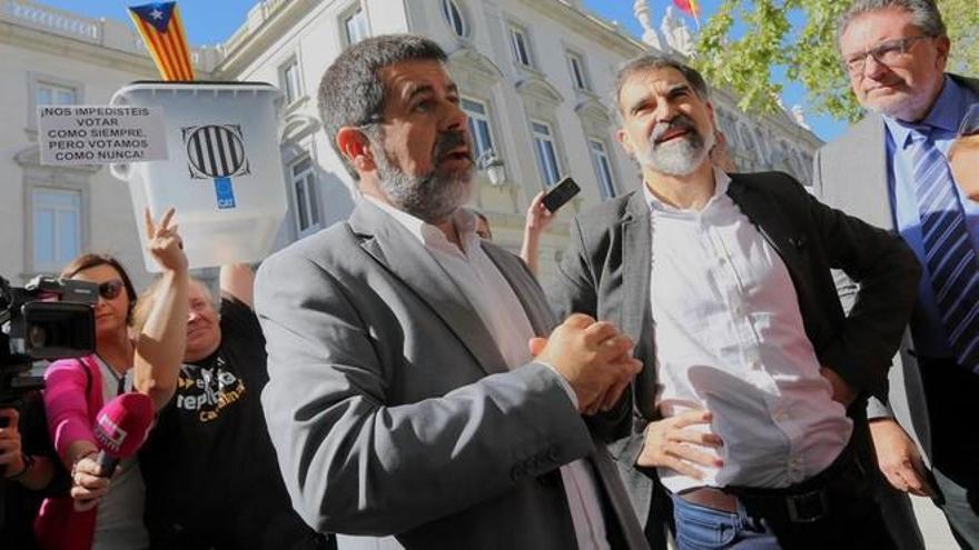 Sánchez y Cuixart saldrán entre semana de la cárcel para trabajar y hacer voluntariado