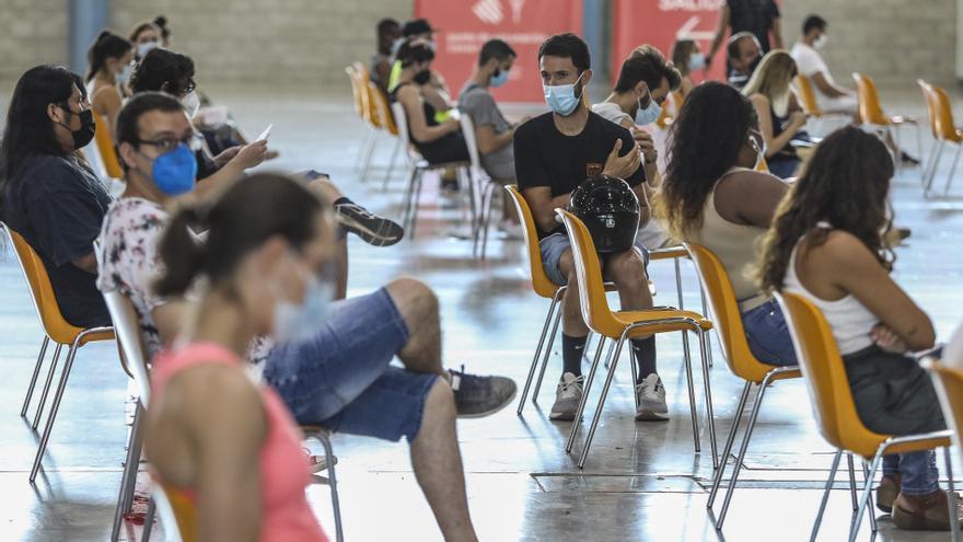 Sanidad vacunará a partir del 16 de agosto a los jóvenes entre 12 y 15 años