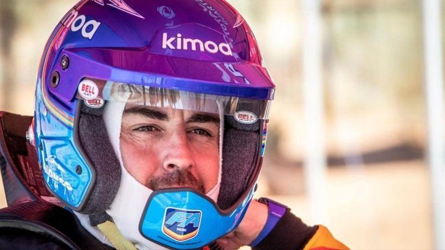Fernando Alonso prueba el Toyota para el Dakar en las dunas de Suráfrica