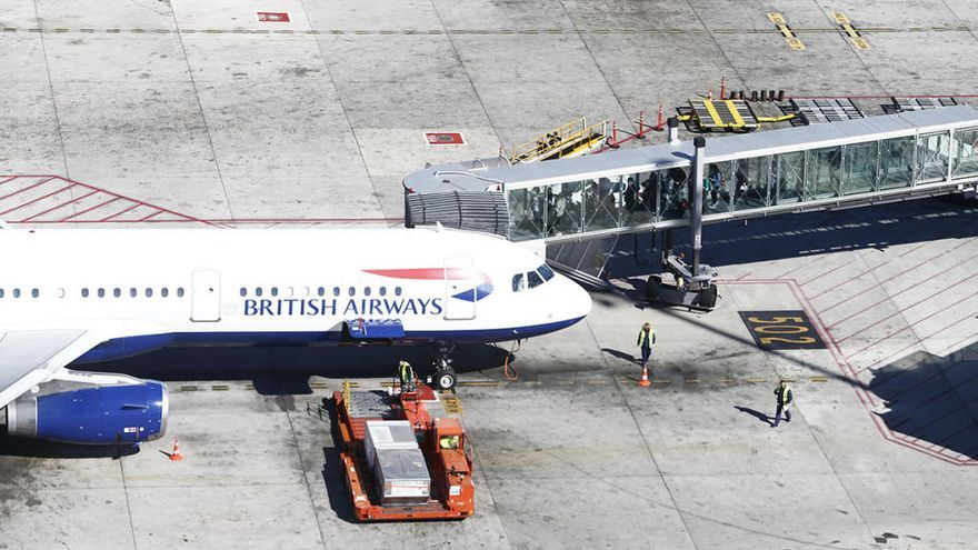 Un avión que iba a Alemania aterriza por error en Escocia
