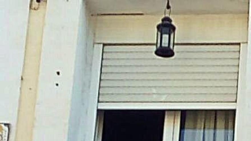 Burjassot viu l'XI Nit Estellés amb una passejada i versos als balcons