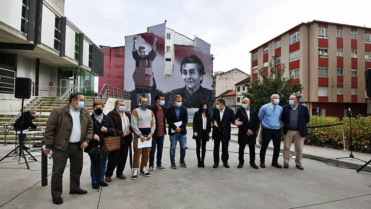 Un momento de la inauguración del mural en la tarde de ayer.   | // GUSTAVO SANTOS