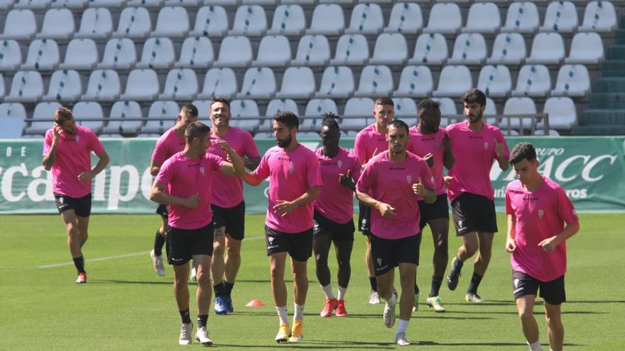 Media plantilla del Córdoba CF, con contrato en vigor
