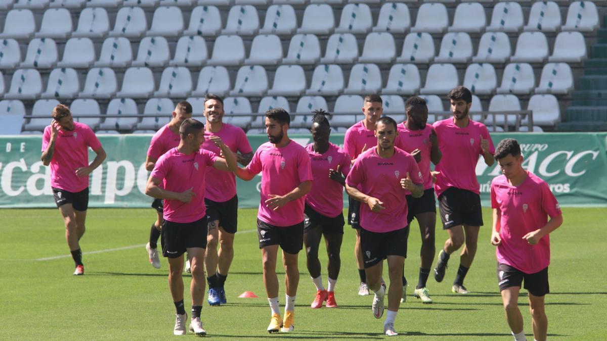 Varios jugadores del Córdoba CF, durante un entrenamiento en El Arcángel, esta temporada.