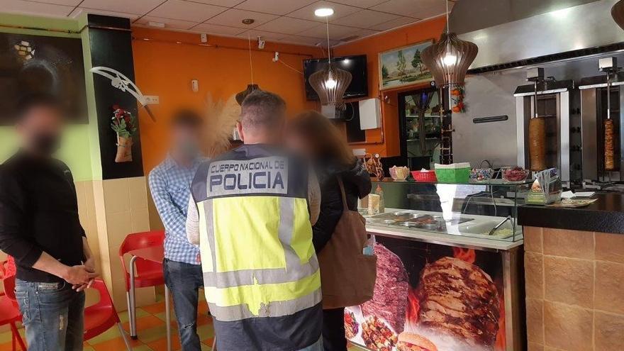 Dos detenidos por explotar a inmigrantes en establecimientos de Banyeres, Sax y Castalla