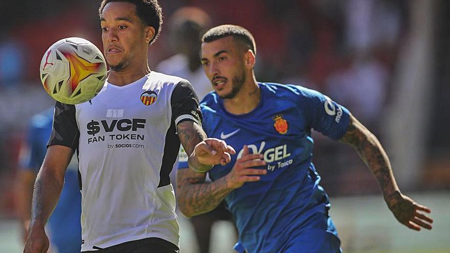 Hélder Costa ya pide paso en el Valencia CF