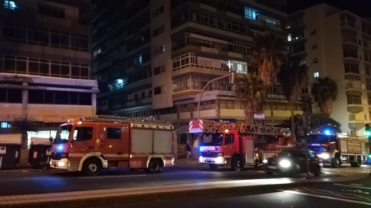 Bomberos acuden a una emergencia en Escaleritas