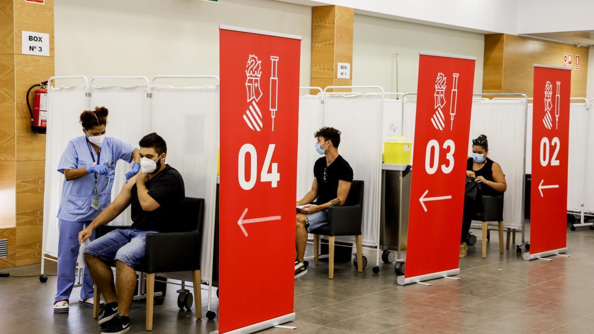 Imagen de archivo de la sala multifuncional jubiocio convertido en un vacunódromo para jóvenes