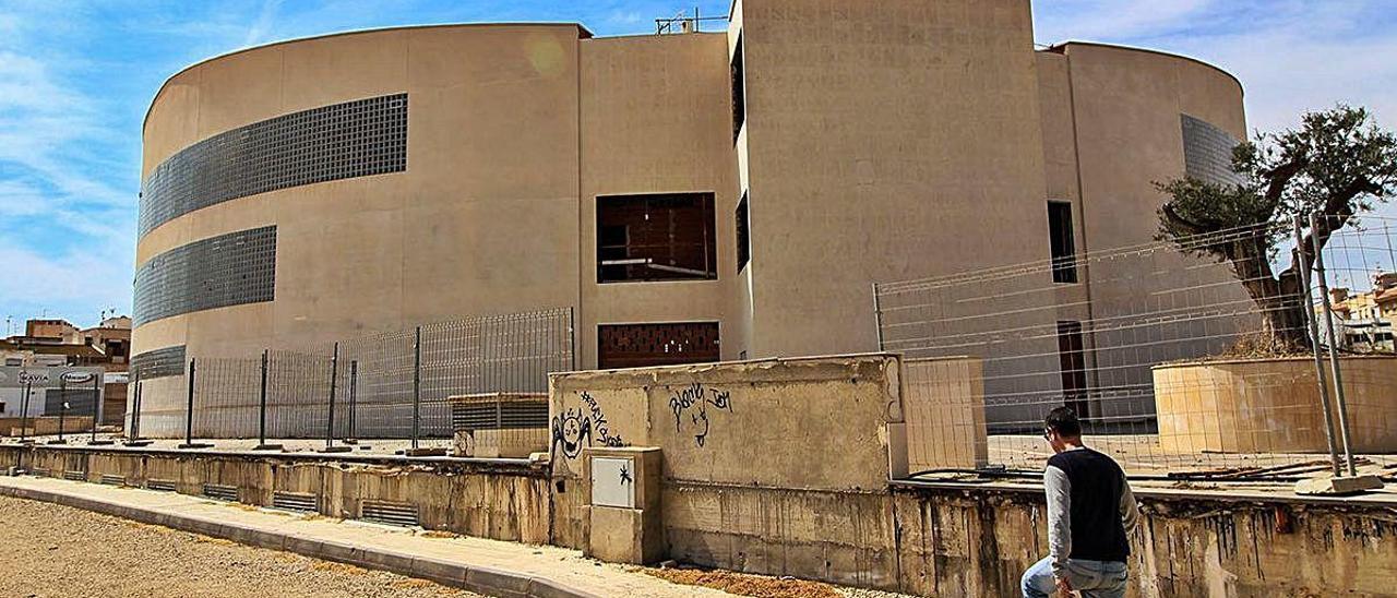 Imagen del edificio La Paloma, que será demolido. TONY SEVILLA