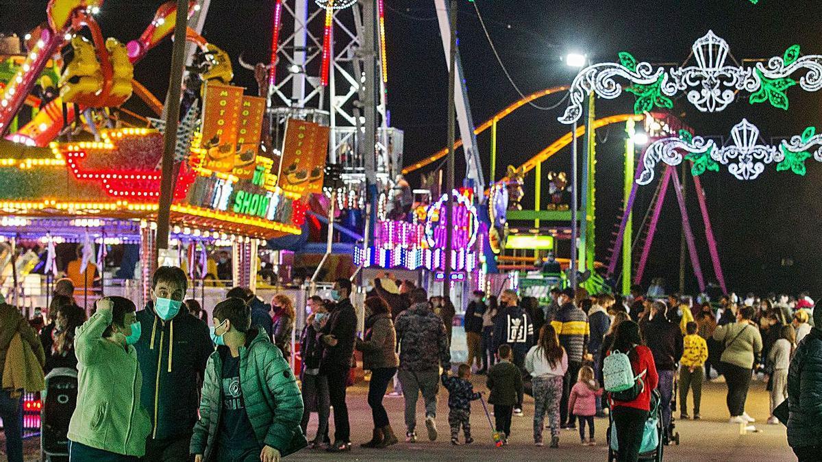 Imagen de la Feria de Navidad que Alicante inauguró ayer sábado.  | ALEX DOMÍNGUEZ