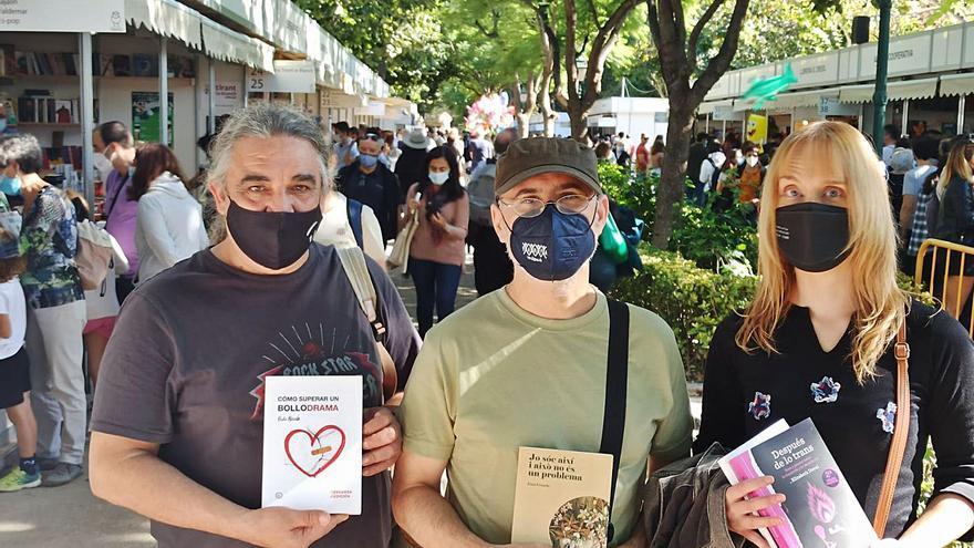 La confederación de ampa anima a comprar los libros LGTBI vetados en los IES