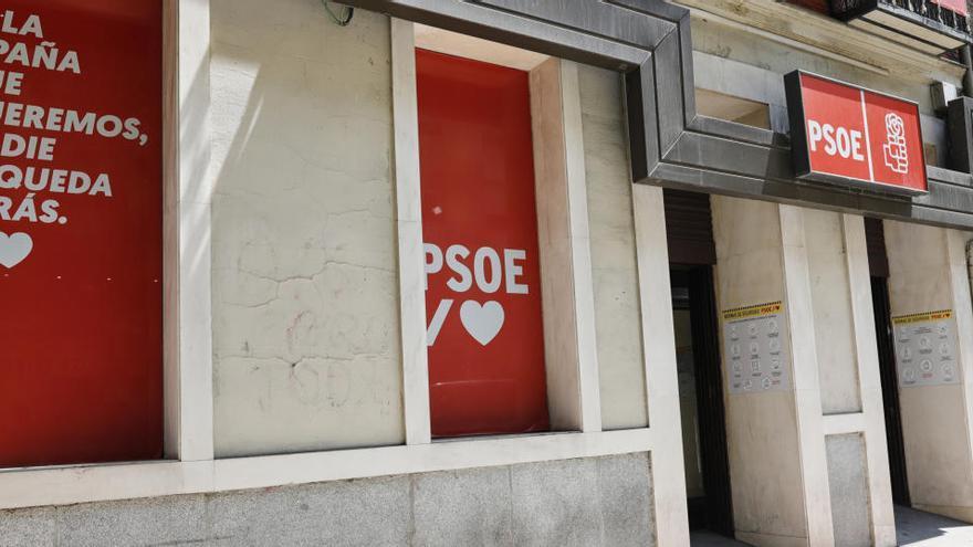 El PSOE pide la dimisión a todos sus cargos que se hayan vacunado antes de tiempo
