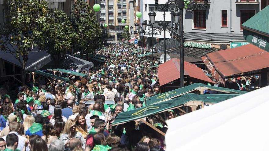 Miles de personas disfrutan de la Preba de la sidra en Gascona