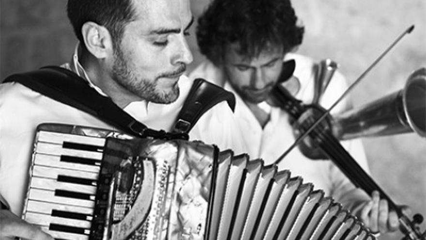 Música popular con instrumentos Insólitos