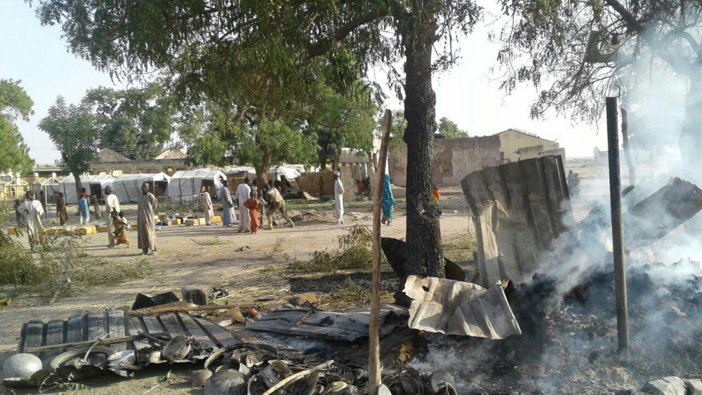 Nigeria eleva a 100 los muertos por el bombardeo en un campo de refugiados