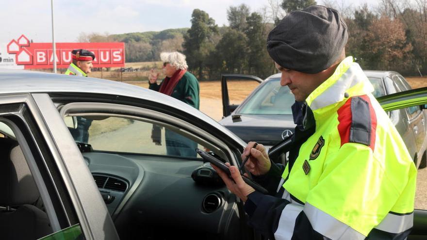 Campanya policial de control de l'ús de sistemes de seguretat al volant