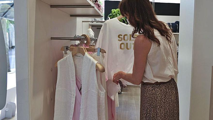 El comerç tèxtil incrementa les vendes, però té la mirada fixada en les rebaixes
