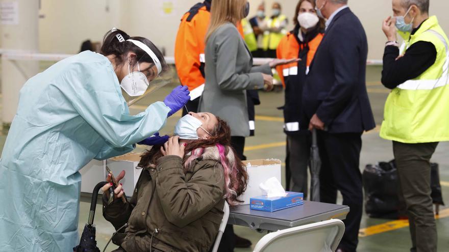 El área sanitaria de Vigo suma casi cien nuevos contagios el día que se decide si se alivian las restricciones en la ciudad