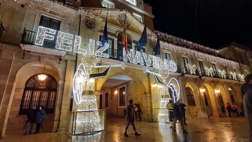 """Oviedo enciende su Navidad con un llamamiento a disfrutar de las fiestas """"con responsabilidad"""""""