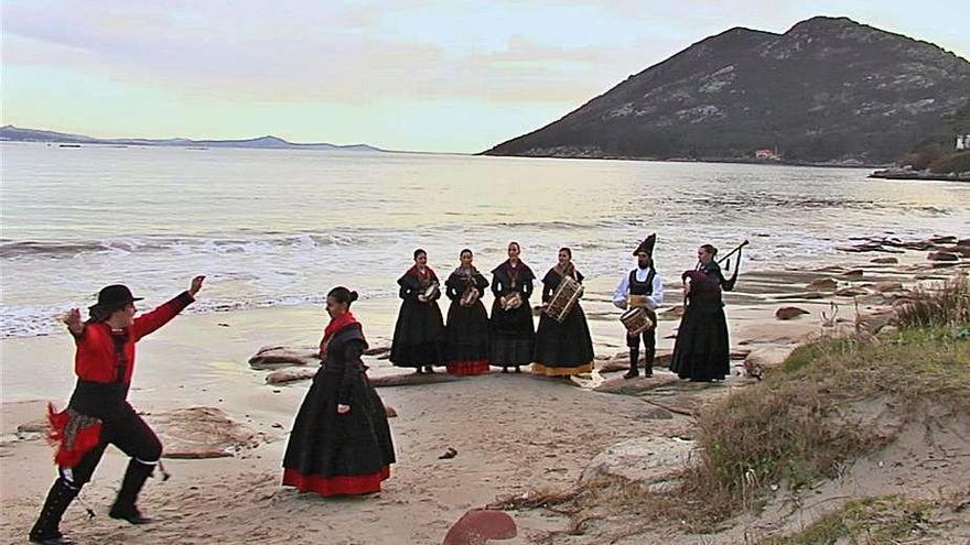 'O son da ribeira' sale en busca de mujeres del mar al ritmo de 'Foliada mariñeira'