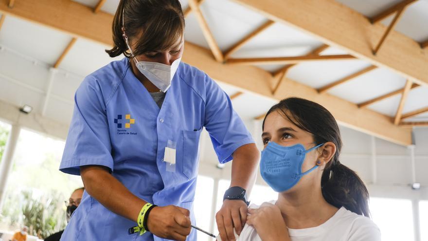 Los residentes en Gran Canaria y Tenerife de 14 y 15 años sin vacunarse ya pueden pedir cita previa