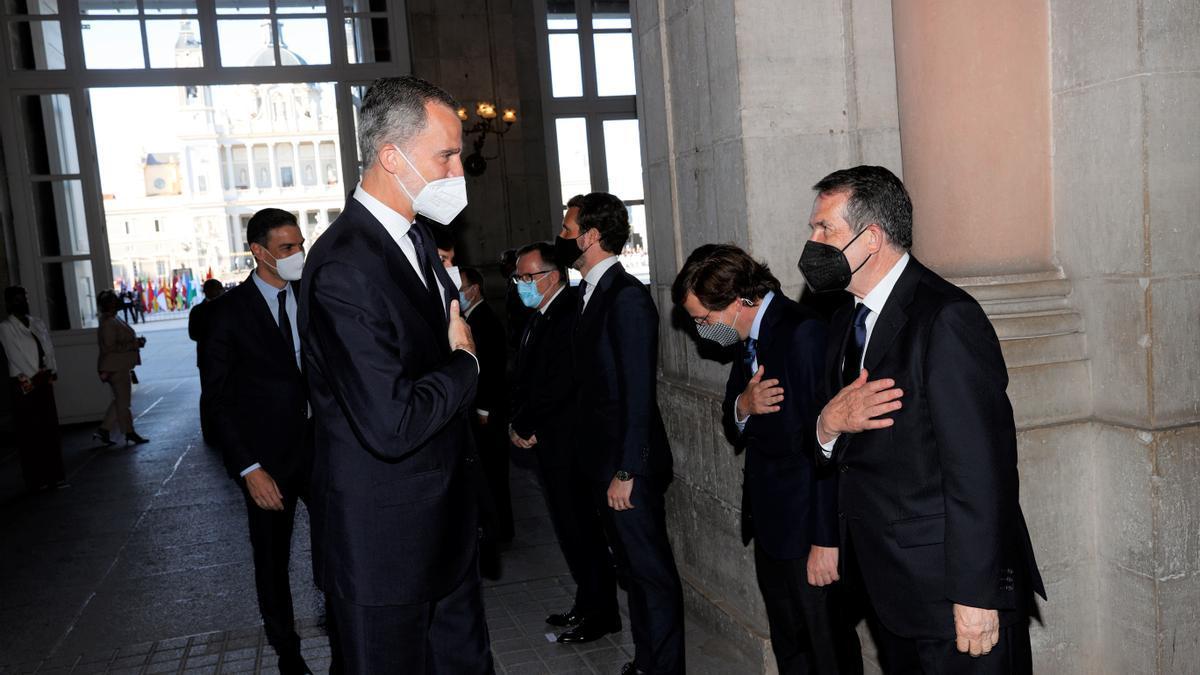 El rey Felipe VI y Abel Caballero, esta mañana, en el Palacio Real