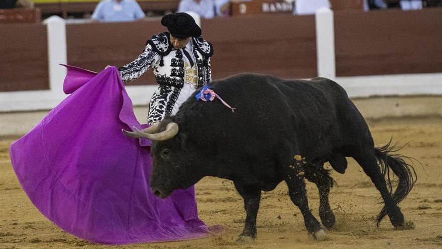 Buena tarde de toros en Mérida con Ponce, Perera y El Fandi